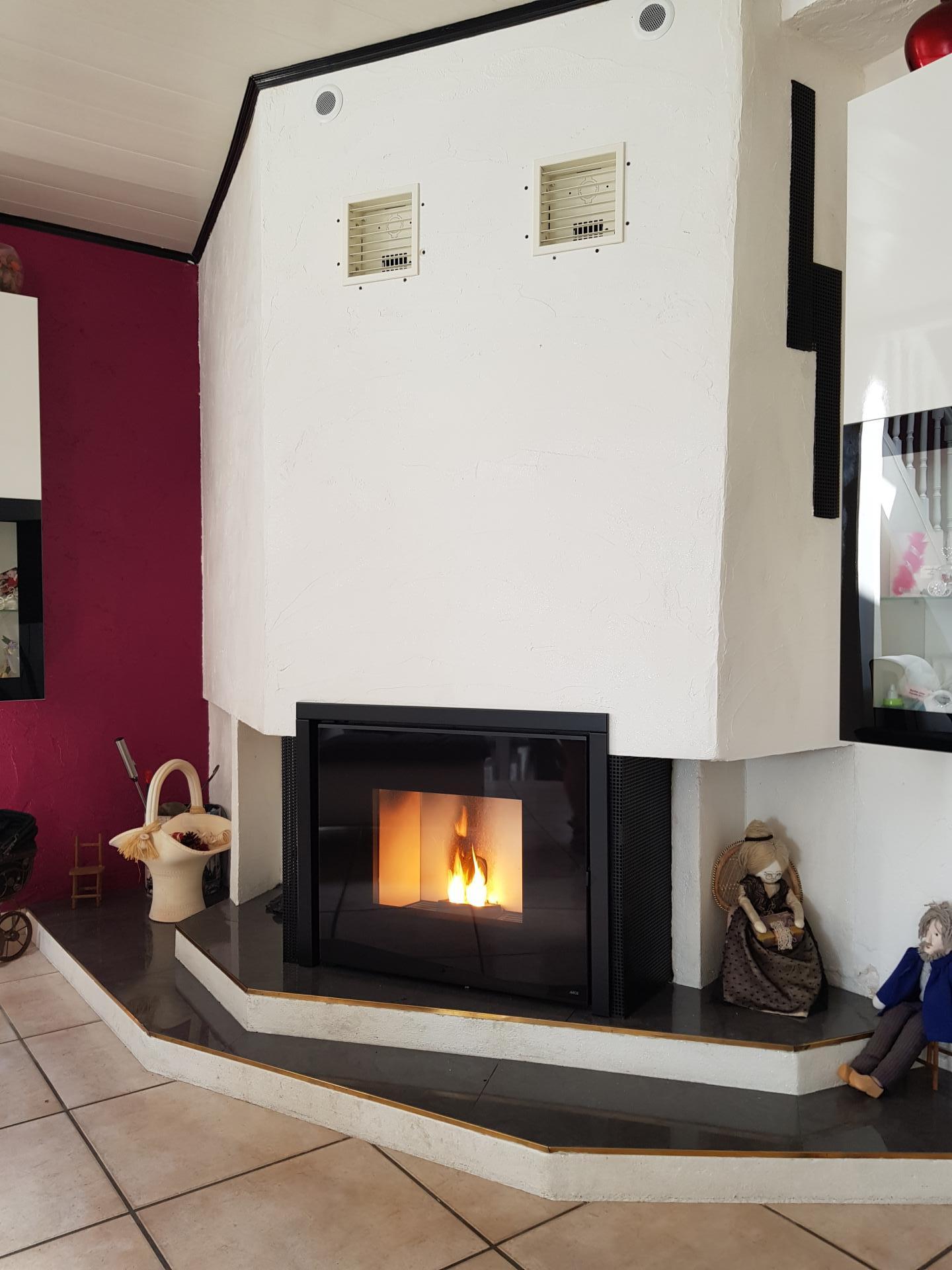 Foyer à granulé MCZ Vivo 80 10,5 kW intégré dans l'existant