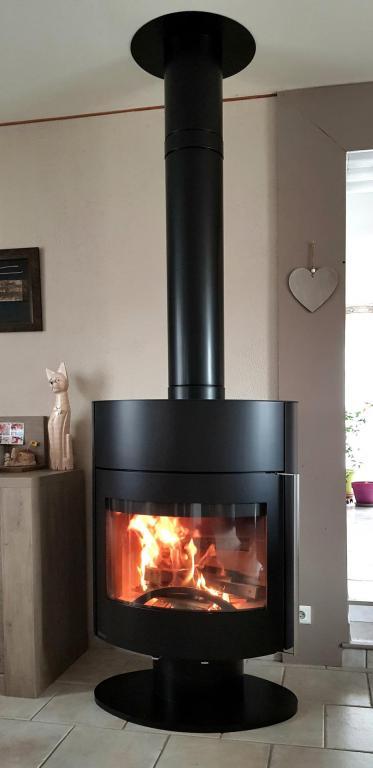 Poêle bois bûche 50cm Fonte Flamme Amplitude, sur conduit isolé 150mm MODINOX PTR30