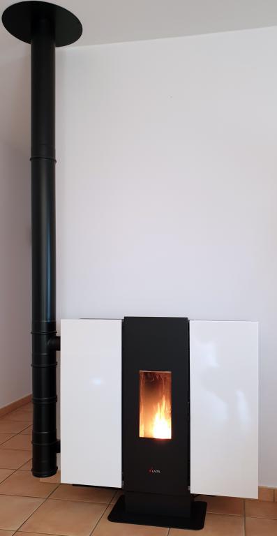 Poêle granulé étanche CADEL Wall 3+ 10kW sur conduit concentrique vertical