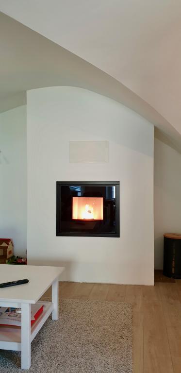 Foyer à granulé MCZ Vivo 80 10,5 kW, avec canalisation d'air à l'étage