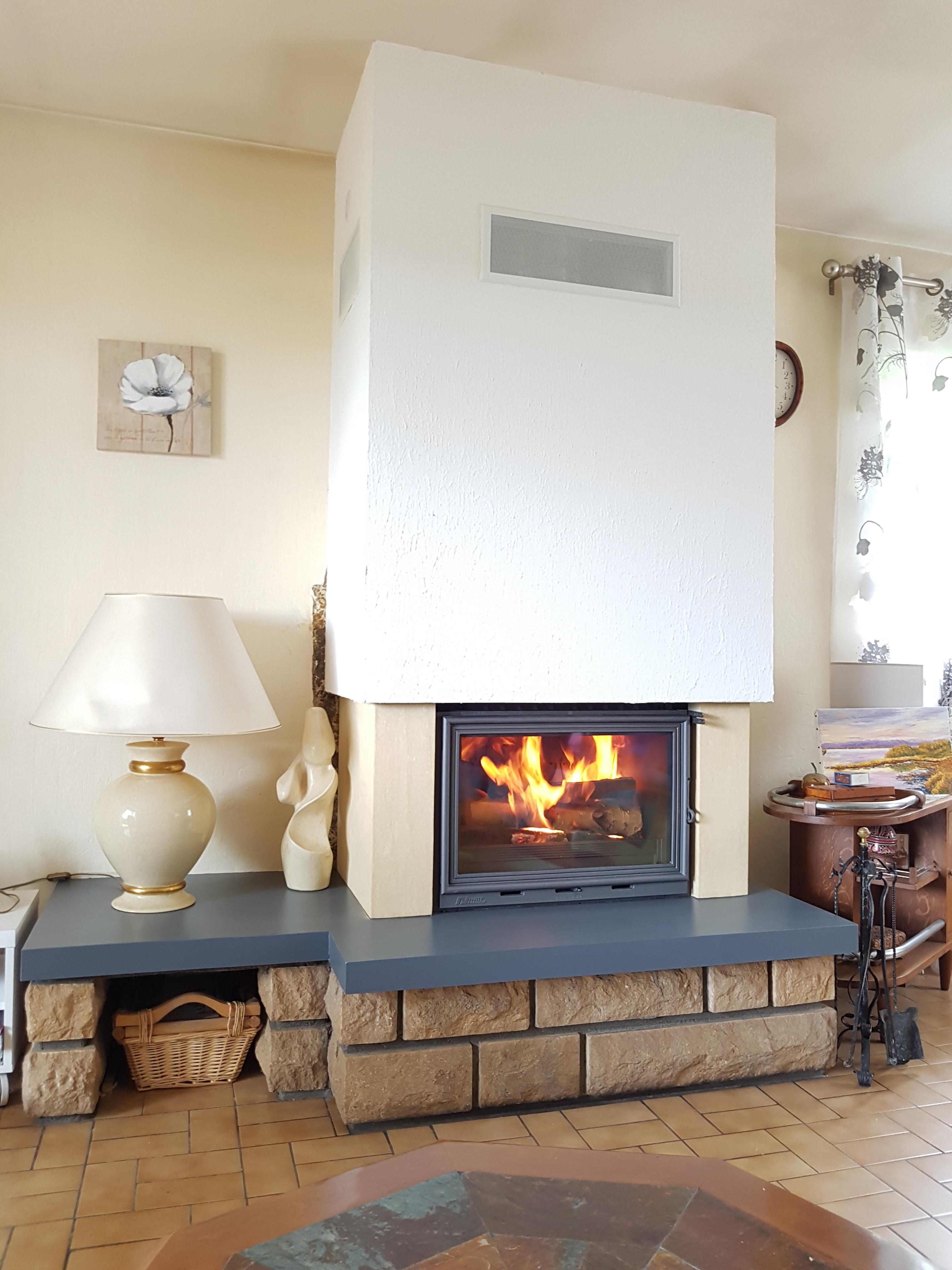 Fonteflamme Foyer 700 avec rénovation complète / ajout de 2 jambages pierre sur mesure
