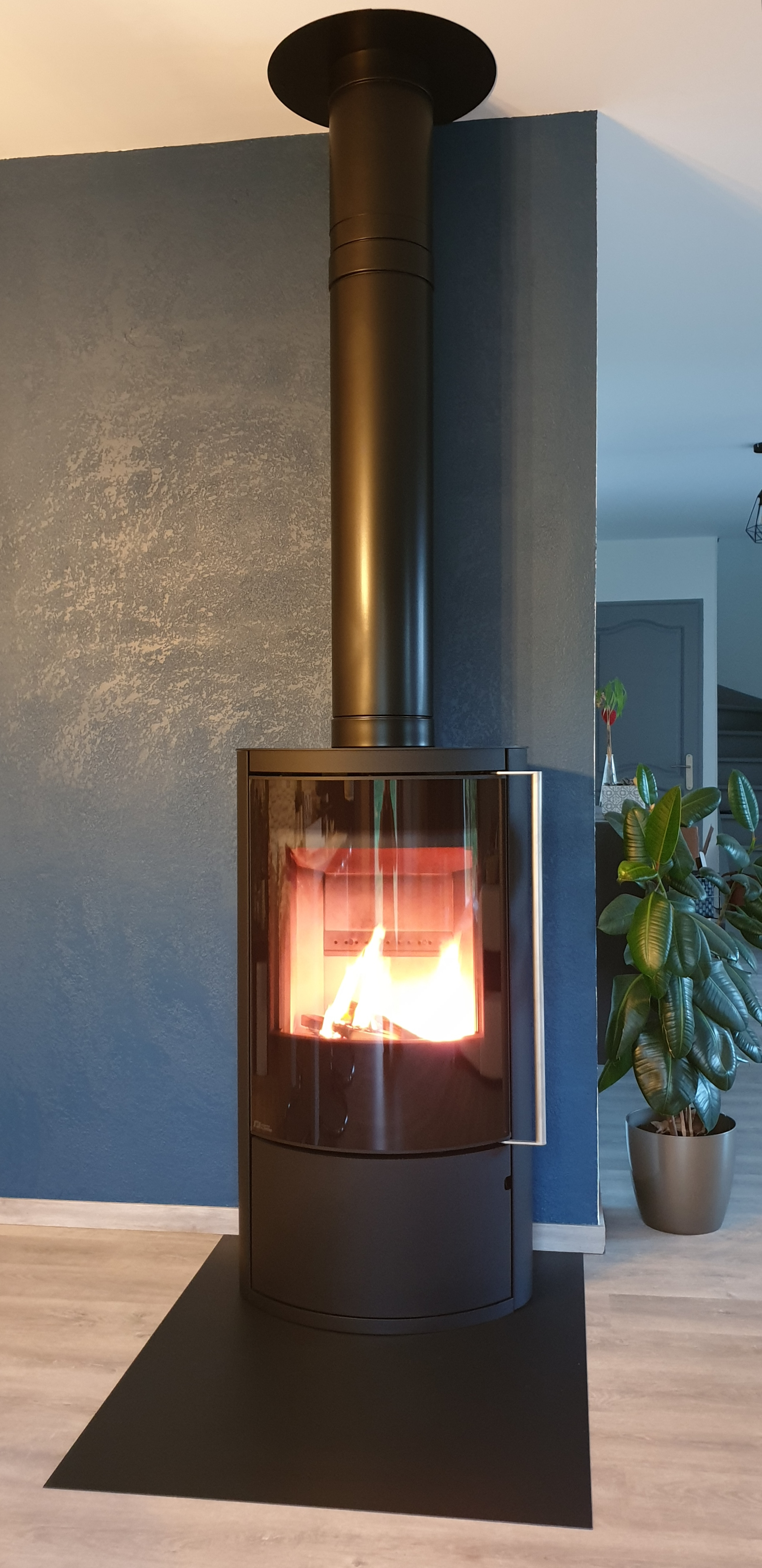 Fonte Flamme Mesa 9kW sur conduit MODINOX PTR30 150mm