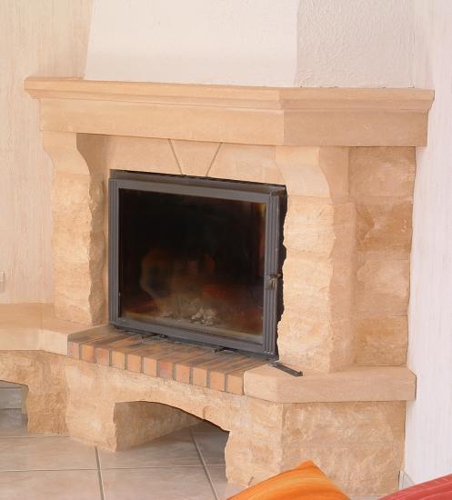 cheminee de coin en pierre du gard