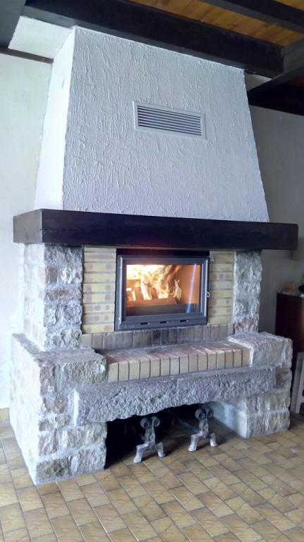 Rénovation complète (isolation hotte + habillage avec foyer + gainage)