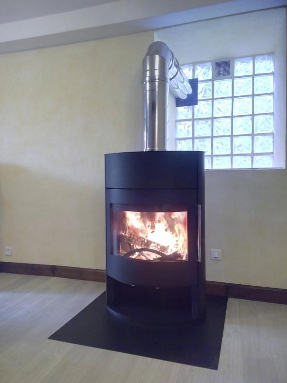 Poêle à bois FonteFlamme Fifti / bûche de 50 cm